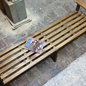 escaño de madera